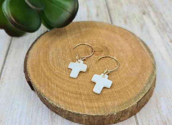 Les lumineuses ! Boucles minimalistes pendentif croix nacrée