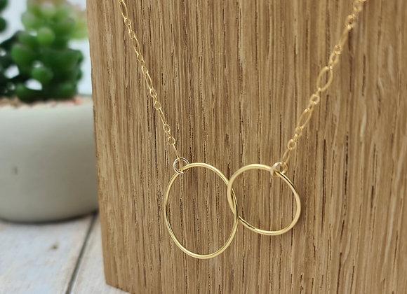 Collier court gold-filled anneaux entrelacés