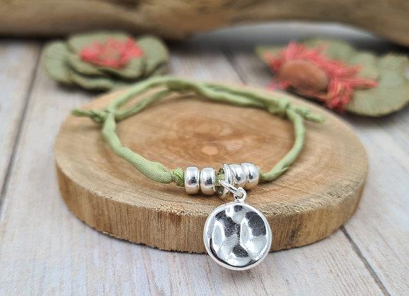 Collection Mademoiselle SVP - bracelet cordon de soie -  médaille martelée