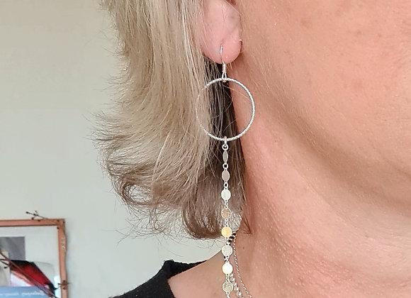 Boucles longues chaînes médailles et anneaux facettés