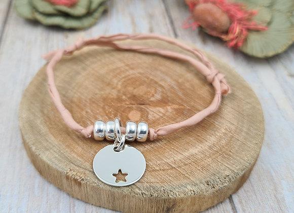 Collection Mademoiselle SVP - bracelet cordon de soie - pendentif étoile décalée