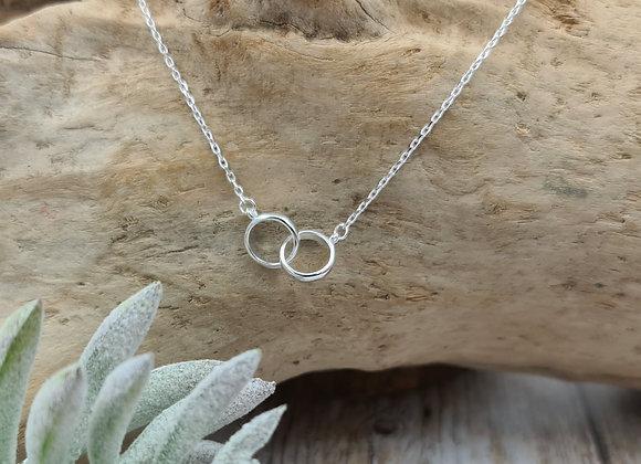 Collier court argent 925 petits anneaux entrelacés