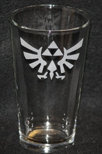 Legend of Zelda Triforce Hyrulian Crest Pint Glass