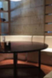 1階にある半個室の円卓席