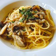 鮮魚とキノコのペペロンチーノ