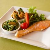 焼き鮭+惣菜二品