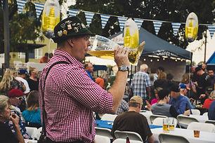 alkoholisches-getrank-bier-draussen-1533