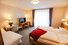 3 Bett Gästehaus von Tür.jpg
