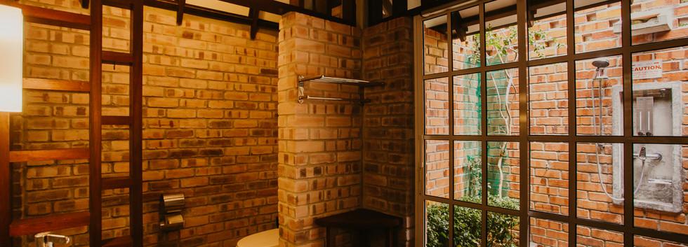 Outdoor shower at skyvilla
