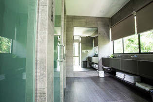 Villa Nadiah Share Bathrooms