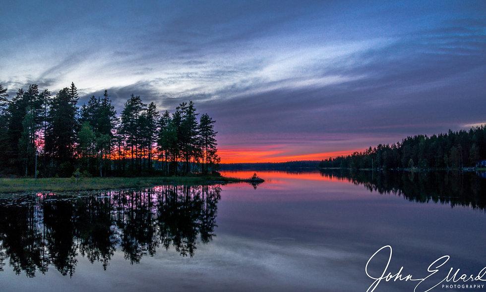 Blood-red sunset Lake Ungen, Sweden