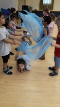 הילדים משתתפים בסיפור בחוגי תיאטרון סיפור של מעשיותיאטרון
