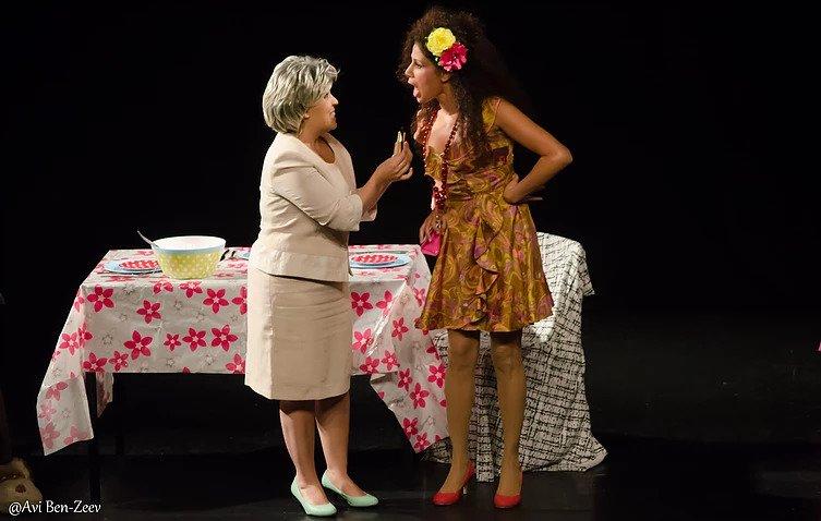 לילי גולן ורעות ירדן בהצגה אדוארד