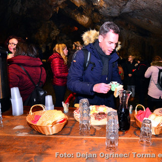 Koncert Boštjana Gombača in Janeza Dovča v Krompirjevi jami na Krasu - december 2018