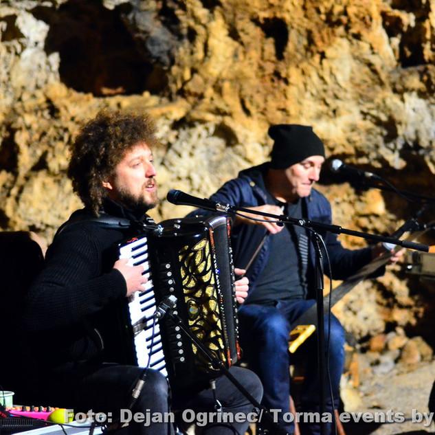 Boštjan Gombač in Janez Dovč v skriti kraški jami