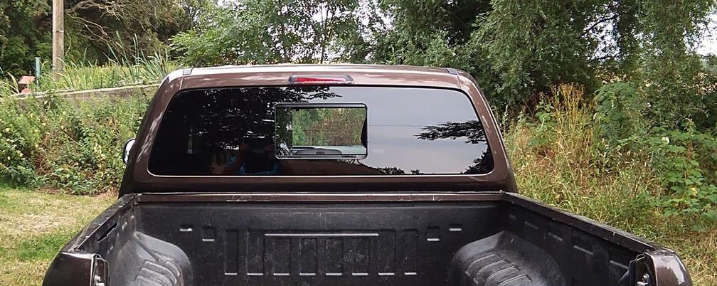 Amarok Heckschiebefenster Black Sheep