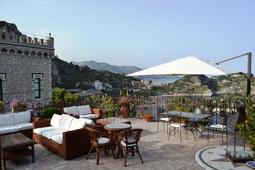 terrazza d'ingresso al B&B Villa Antonio di Taormina
