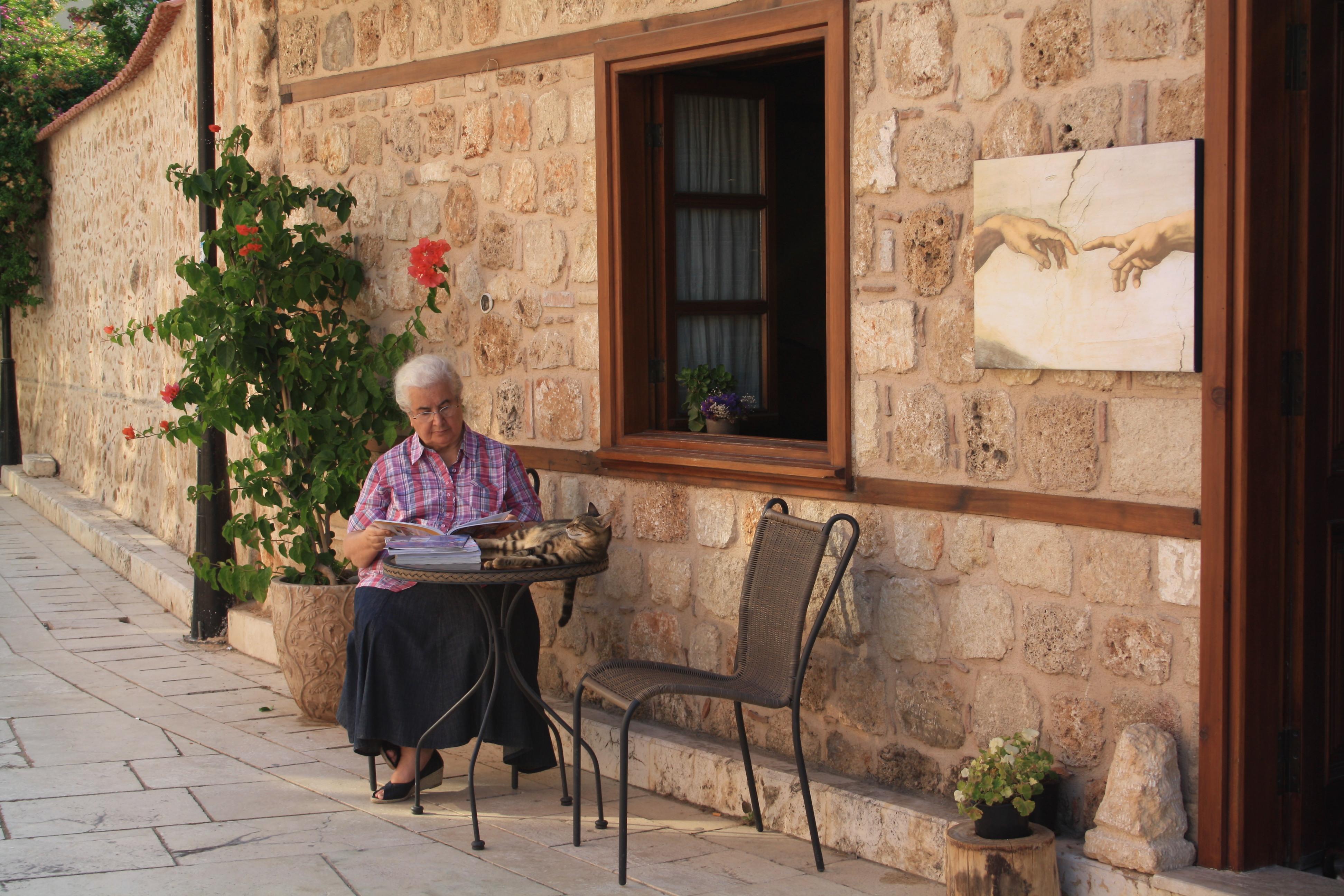 милая турецкая бабуля