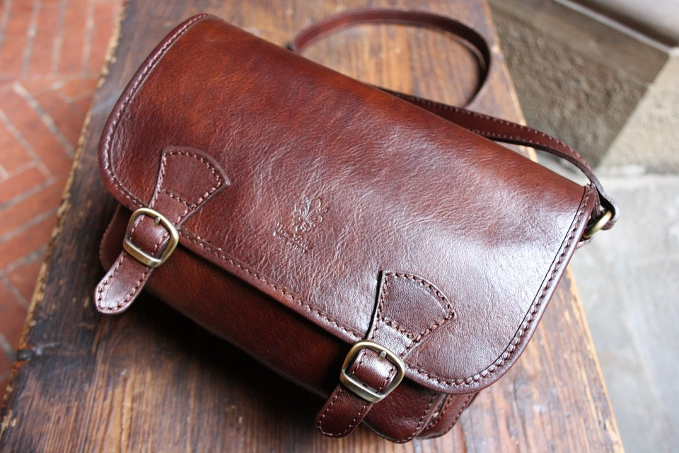 leathe hand bag cleaning in Cambridge