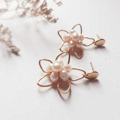 Aretes flor centro de perlas ANY GRANADOS