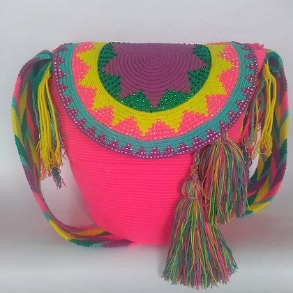 Mochila Wayuu con tapa y brillantes