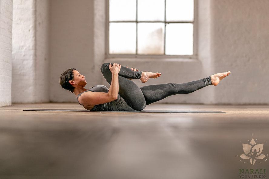 single leg stretch - narali.JPG
