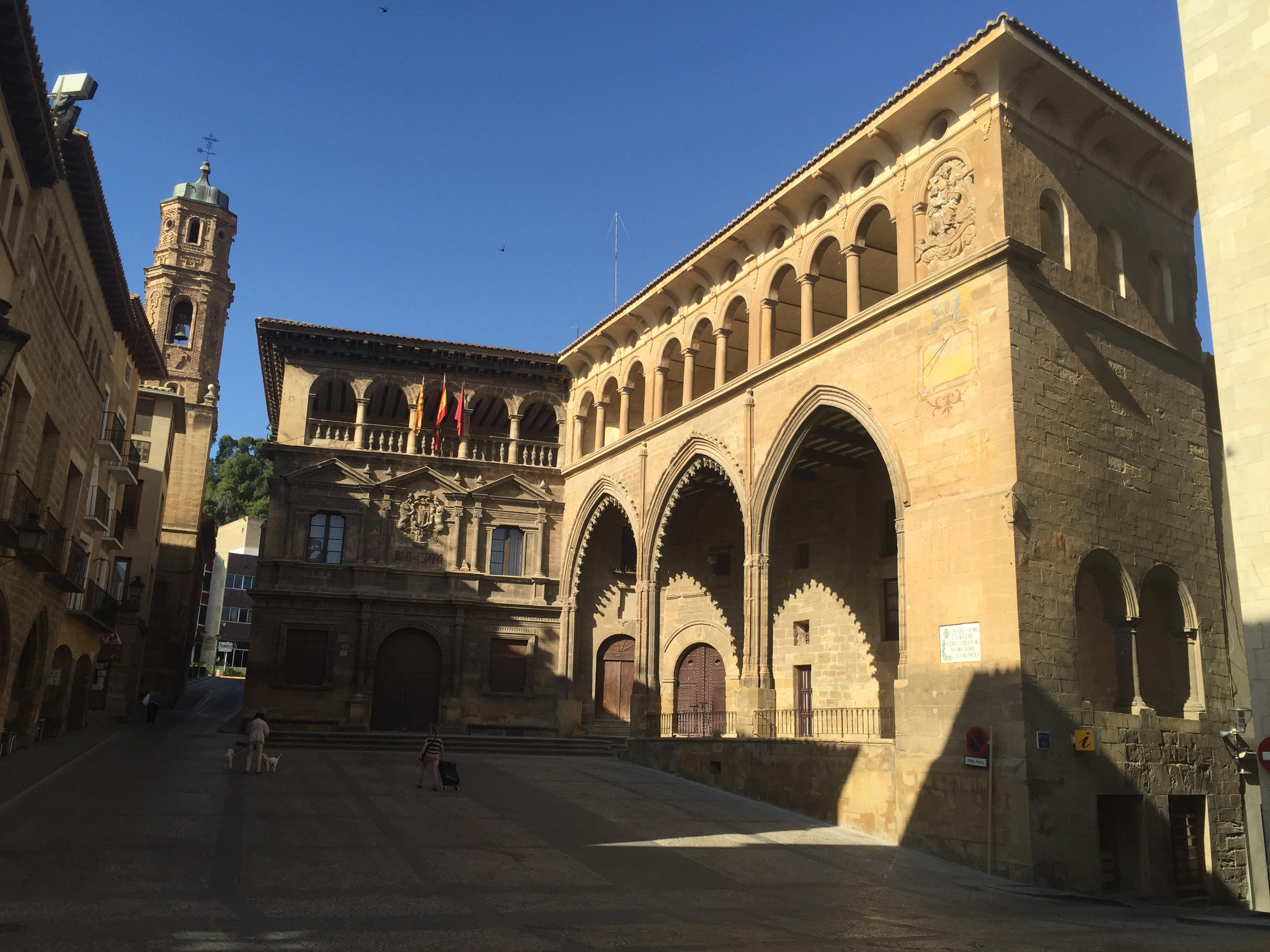 plaza con lonja y ayuntamiento 02