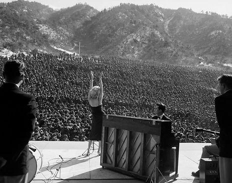 1954 -marilyn_monroe_korea (1).jpg
