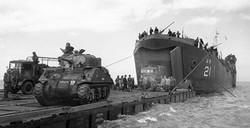 D-Day - Offloading British Tanks