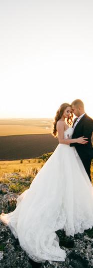 beautiful-couple-posing-their-wedding-da
