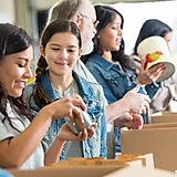 Voluntários de embalagem de alimentos