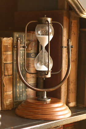 VINTAGE HOURGLASS