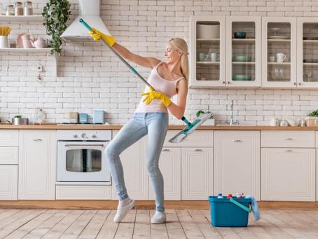 Dřevo, kámen, linoleum: jak rychle a snadno uklidit všechny druhy podlah?