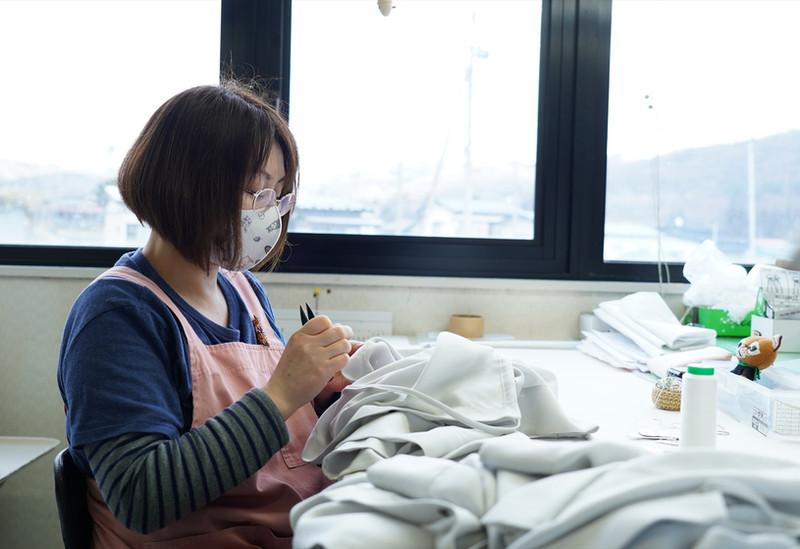 ●手縫い作業
