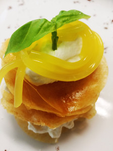 1st Option : A mille feuille a la creme chantilly. So good a so beautiful!
