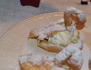 Svane med vaniljekrem og chantilly