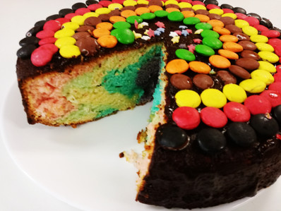 3 rd option: We make a rainbow cake that we decorate with some spaghetti of fruits