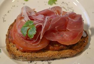 Bruschetta ( skinke med tomatsaus )