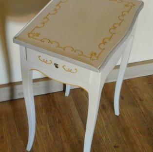 Table d'appoint d'esprit Louis XV