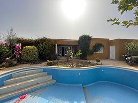 Villa 3 chambres avec piscine + terrain à vendre à Nguerigne