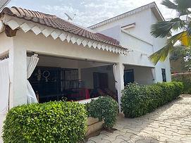 À vendre villa 3 chambres avec piscine en résidence bord de mer à Saly avec Titre Foncier