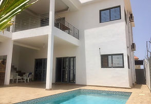 A vendre à Saly villa neuve hors résidence 4 chambres avec piscine