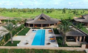 Villa contemporaine avec piscine, vue lagune et titre foncier à vendre à Nianing en résidence bord de mer.