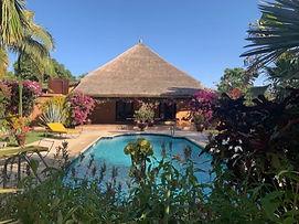 A vendre en résidence bord de mer à Nianing, villa avec piscine privée.