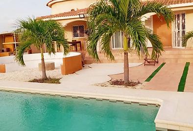 Villa avec piscine privée en location longue durée à Ngaparou