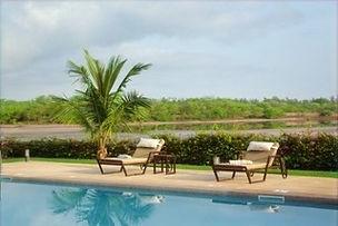 Villa contemporaine avec piscine et vue Lagune à vendre en résidence bord de mer à Nianing