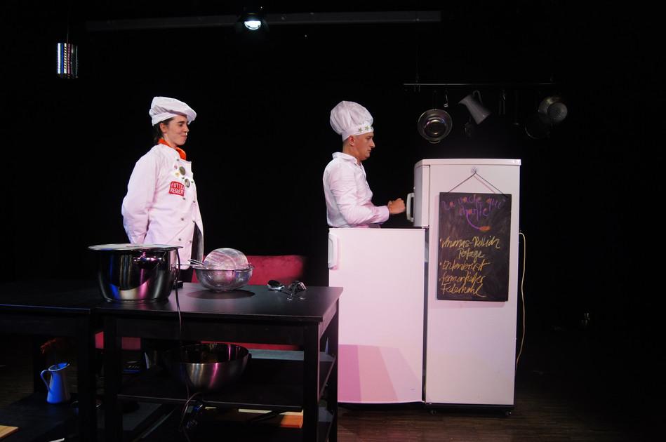 Tilda und Maurice in der Küche