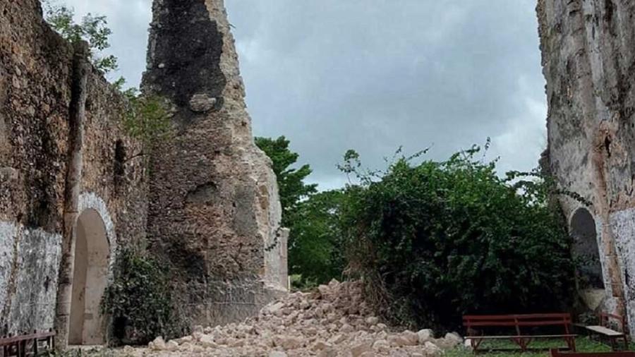 Tras colapso en frontispicio de la capilla del Niño Jesús en Tihosuco, Quintana Roo, inician labores