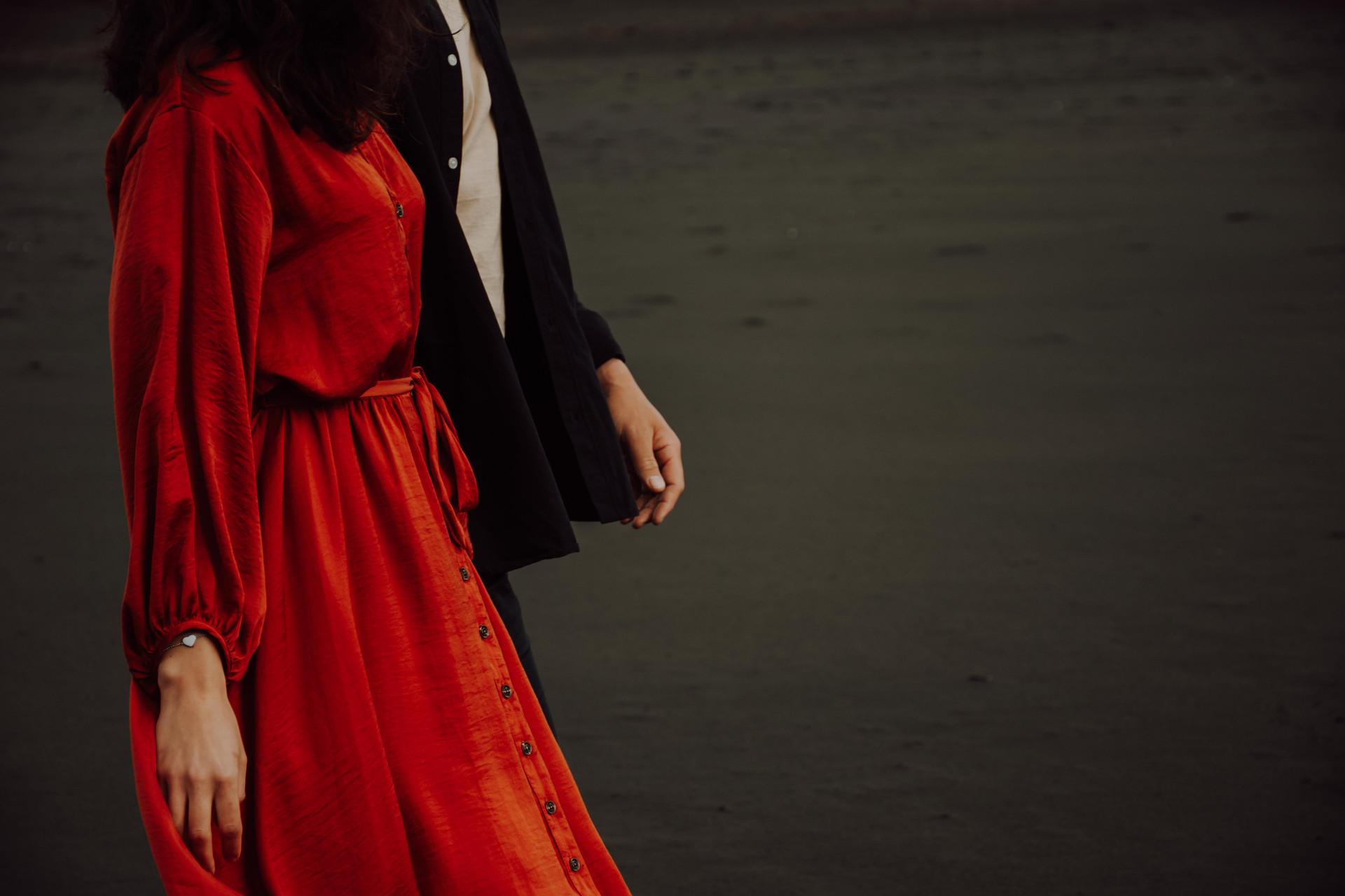 Sunset engagement photoshoot at Muriwai Beach in Auckland New Zealand - www.zanthevorsatzphotography.com