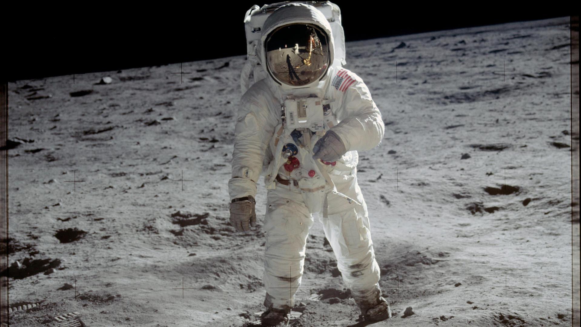 Buzz Aldrin on moon CROPPED.jpg
